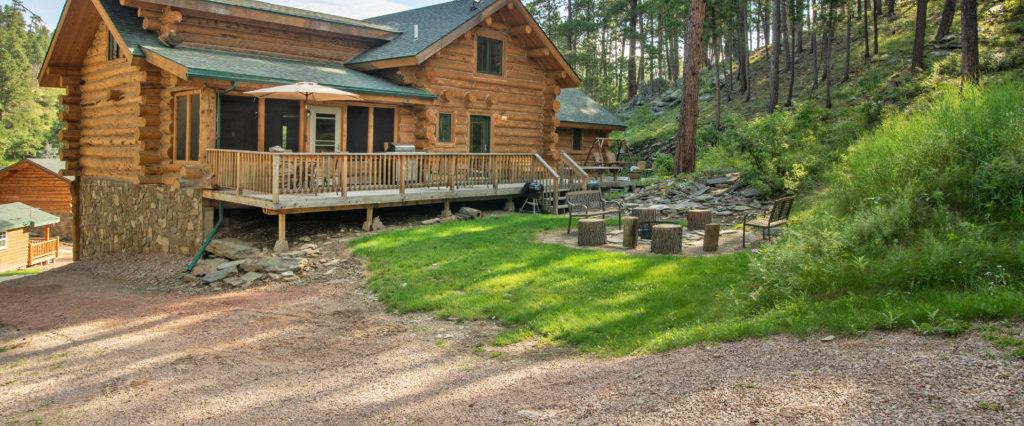 Rental Cabin 18 - Backyard