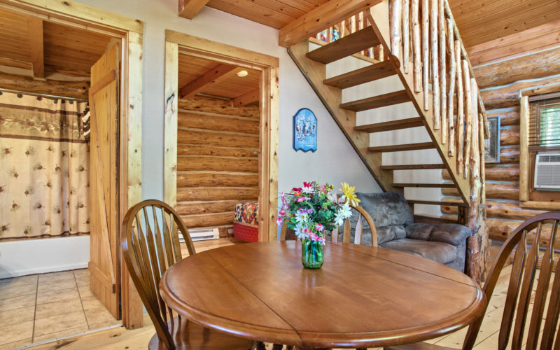 Black Hills Cabin Rental 7 Dining